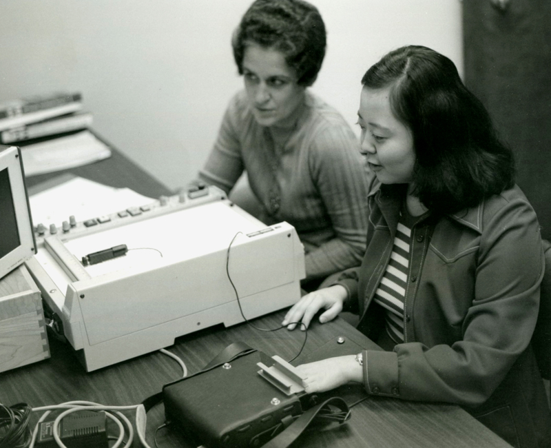 An Optacon training session in 1976. Two-week classes were necessary for most users to adapt to the new technology. Photo Credit: Wells Fargo Corporate Archives